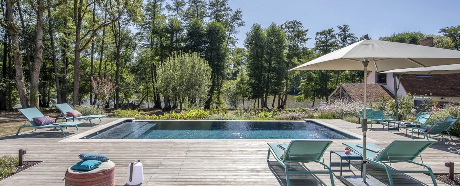 Création de piscine à débordement et jardin