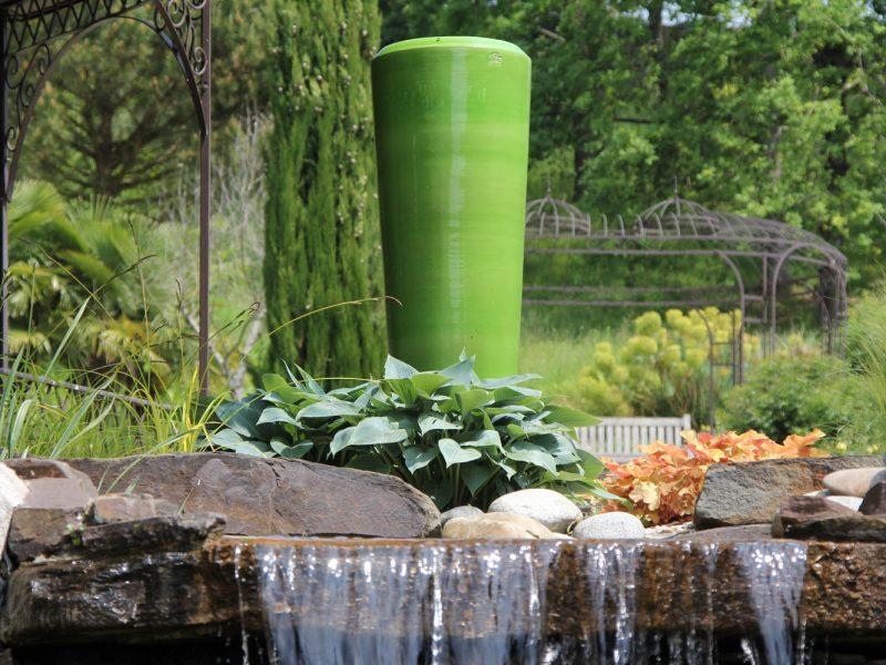 poterie vernis verte et cascade de bassin