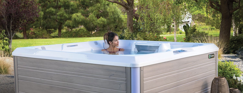 spa hotspring dans un jardin
