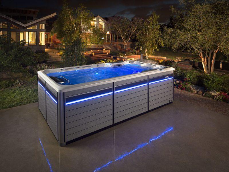 spa de nage en présentation dans un nuit